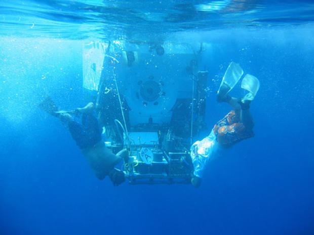 Diving Alvin: Below the Galapagos