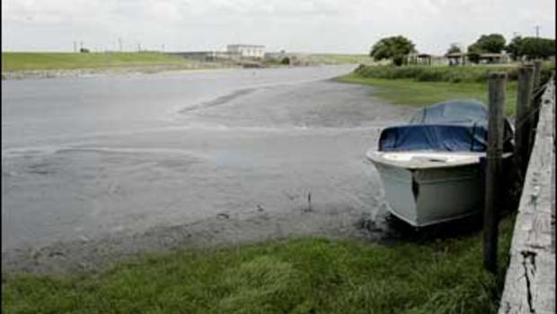 Drought exposes finds on fla lake bottom cbs news for Lake okeechobee fish camps