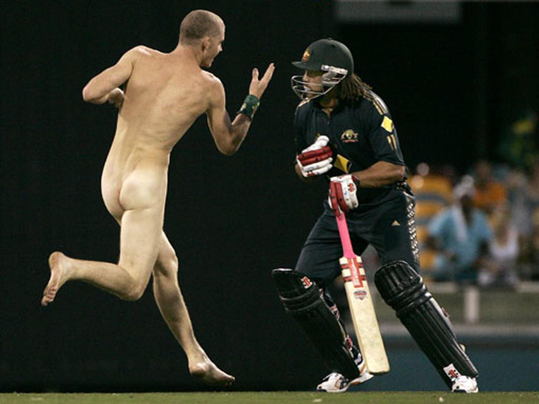 Футболисты которые появились голыми на людях 23 фотография
