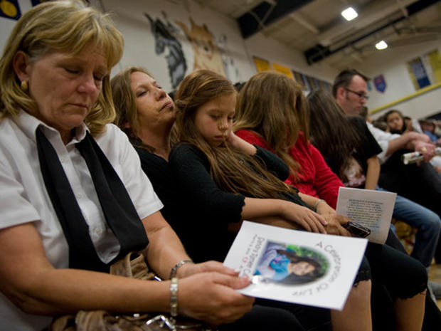 a woman mourned by daughters an Some research suggests men and women experience grief differently women  emotion rarely, like keeping his deceased daughter's bracelet, but argued his.