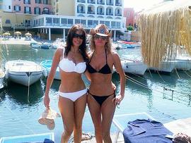 """Modern Family"" star Sofia Vergara shows off her bikini body in Italy."