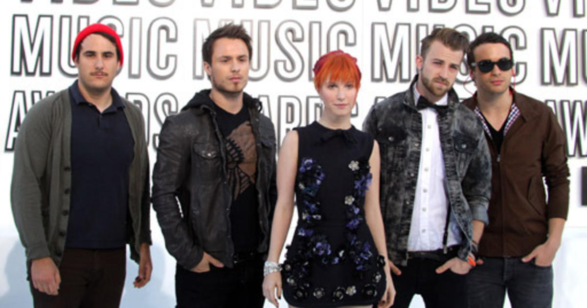 Two Band Members Quit Paramore - CBS News