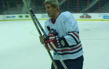 Sen. Kerry hits the ice for charity