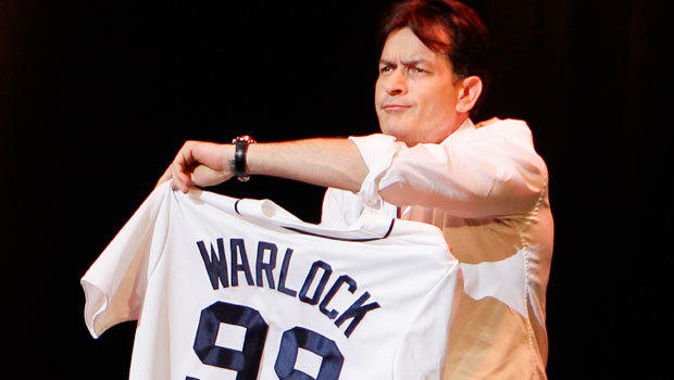 Charlie Sheen booed in Detroit, standing ovation in Chicago