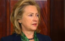Hillary Clinton praises troops, Obama