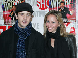 """NKOTB"" Joey McIntyre and wife expecting baby girl - CBS News"