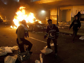 Vancouver Canucks fans riot after losing Stanley Cup final