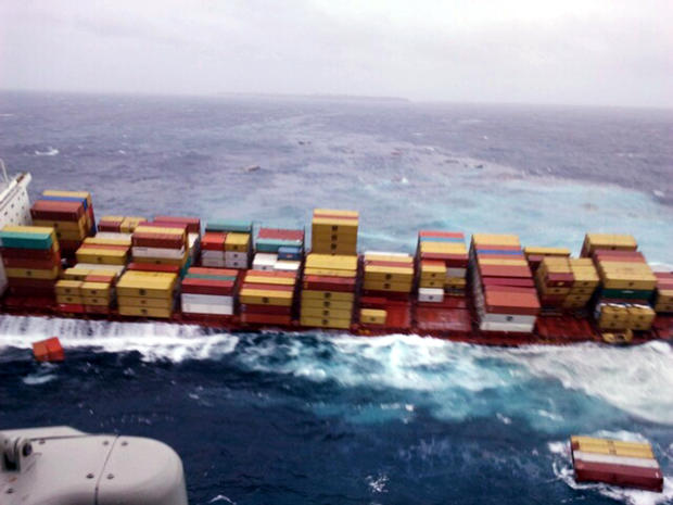 Ship lists on New Zealand reef