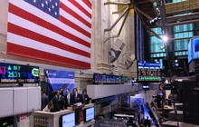 Economy Slows While Stock Market Grows