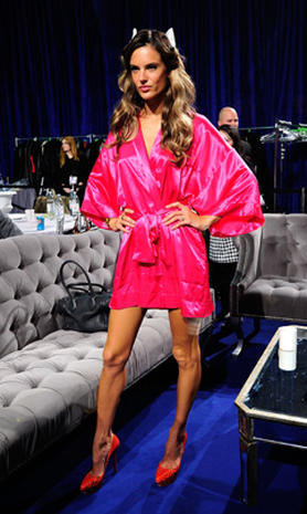 Victoria's Secret Fashion Show 2011: Backstage