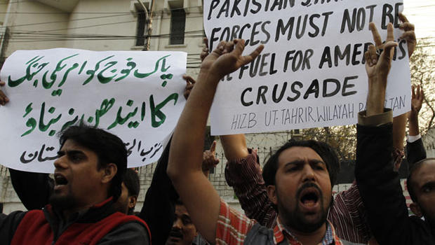 Pakistani protesters rally to condemn a NATO airstrike on Pakistani troops