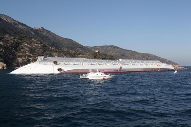 Luxury cruise ship runs aground
