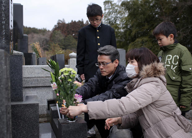 Japan marks disaster's 1st anniversary