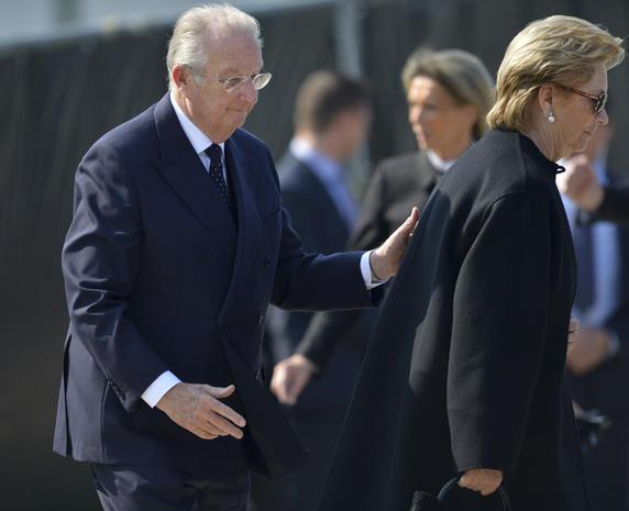 Royals mourn bus-crash victims