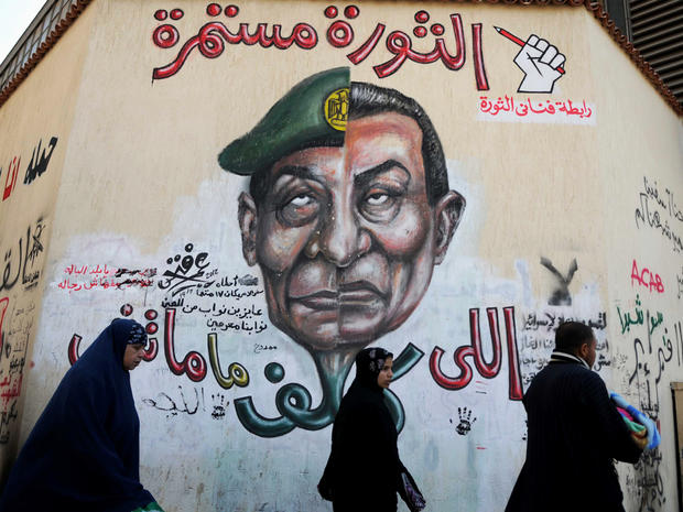 Mubarak and Tantawi's faces joined in Egyptian graffiti