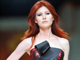 Russian ex-spy Anna Chapman hits Turkish runway