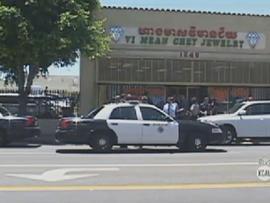 martial artists disarm gunman foil jewelry store heist in