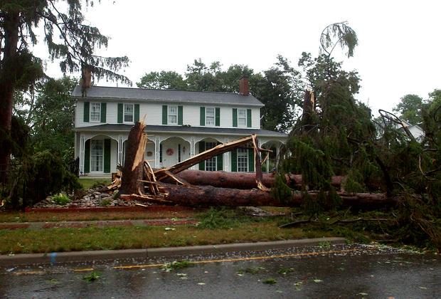 Violent storms slam Northeast