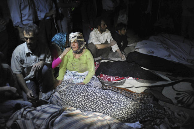 Twin Iran quakes kill hundreds