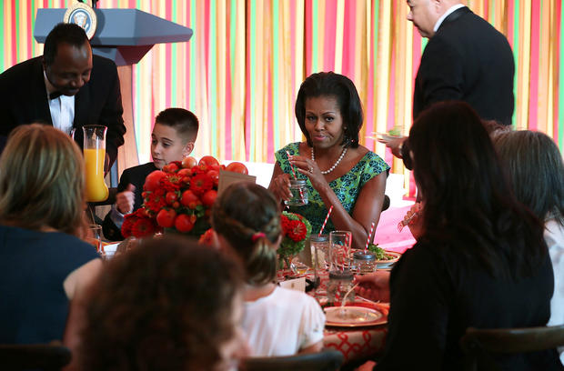"Michelle Obama hosts Kids' ""State Dinner"""