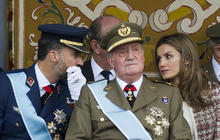 King Juan Carlos presides over National Day parade