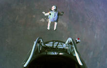 Felix Baumgartner breaks sound barrier during record-setting jump
