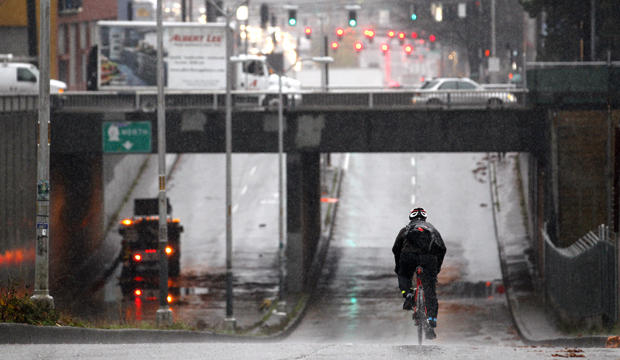 Heavy storm slams Pacific Northwest