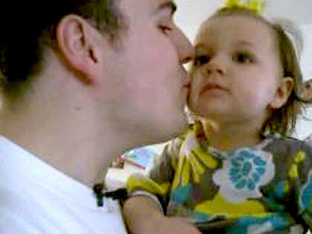 瑞安加西亚和他的女儿。
