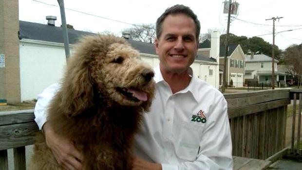 查尔斯和弗吉尼亚动物园主任格雷格布罗克海姆。