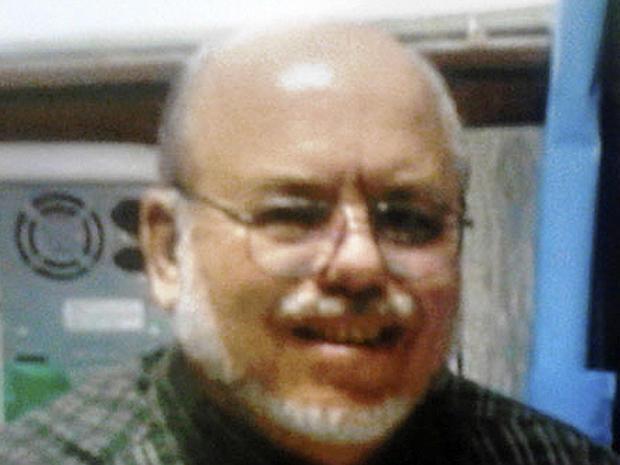 在戴尔县教育委员会发布的这张未注明日期的照片中可以看到巴士司机Charles Albert Poland Jr.