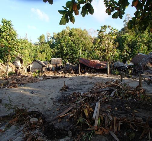 Solomon Islands Beach: Tsunami Wrecks Solomon Island Towns