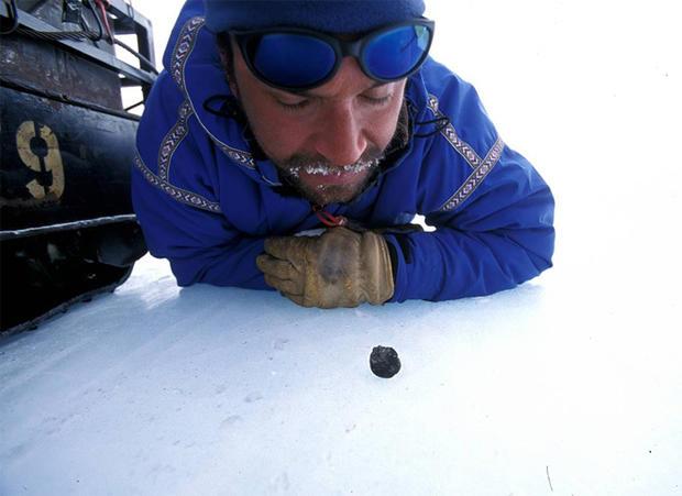 Hunting meteorites