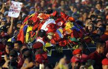Venezuelans parade Hugo Chavez's coffin