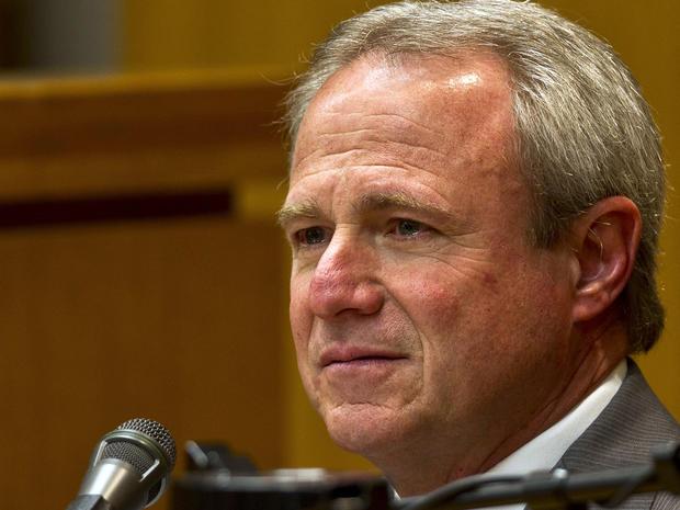 迈克尔莫顿于2011年因谋杀未被判处25年徒刑而获释,于2013年2月4日在德克萨斯州奥斯汀的乔治敦法院大楼举行。