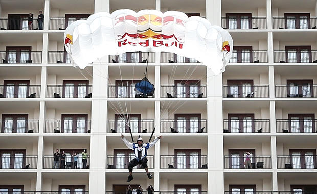 BASE-jumping ... indoors