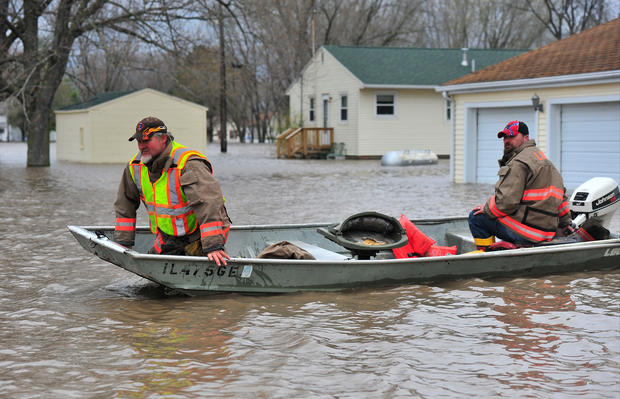 Spring floods continue to soak Midwest