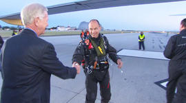 Retired pilot Sully Sullenberger gets a closer look at Solar Impulse.