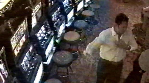 赌场安全摄像头也在赌场捕获了乔治。这是当晚乔治的最后一张图片。