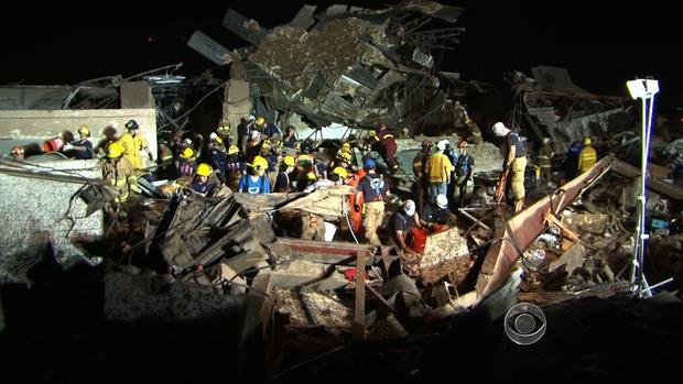 俄克拉荷马州摩尔的EF5龙卷风造成的一些残骸。