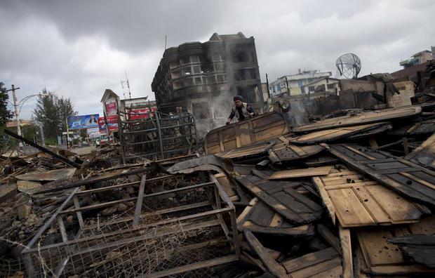 Sectarian violence shakes Burma