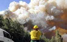 Western wildfires threatening hundreds of homes