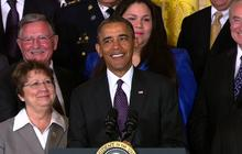 Obama calls out ringing phone during immigration speech