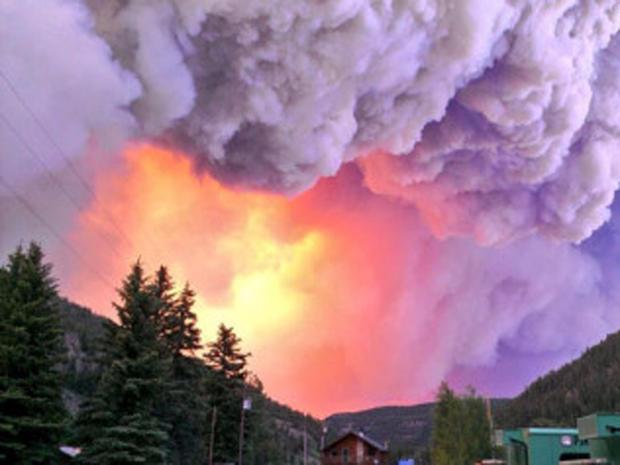 2013年6月21日,West Fork Fire威胁科罗拉多州South Fork镇。