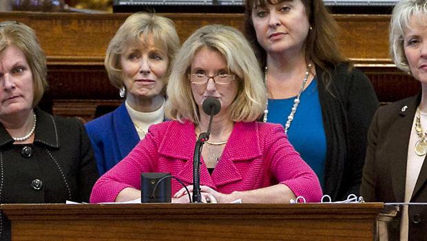 6月23日星期日,德克萨斯州奥斯汀市德克萨斯州议会大厦的堕胎法案二读期间,参议院5号法案的赞助商R-Parker,R-Parker,副议员Jodie Laubenberg, 2013。