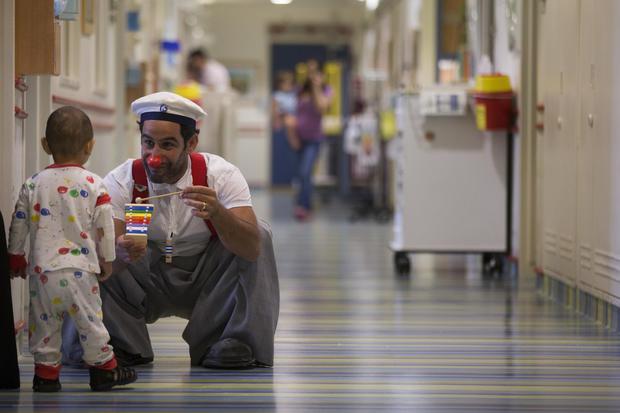 Clowning around in Jerusalem hospital