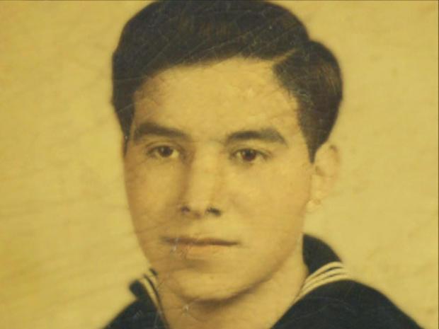 保罗洛佩兹在马里兰号航空母舰上配备了高射炮。