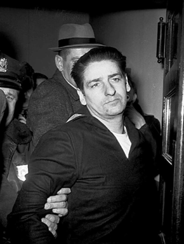 1967年2月25日,在波士顿被捕后几分钟,阿尔伯特·德萨尔沃承认将波士顿斯特朗格勒的杀戮事件承认后来放弃了他的供词。