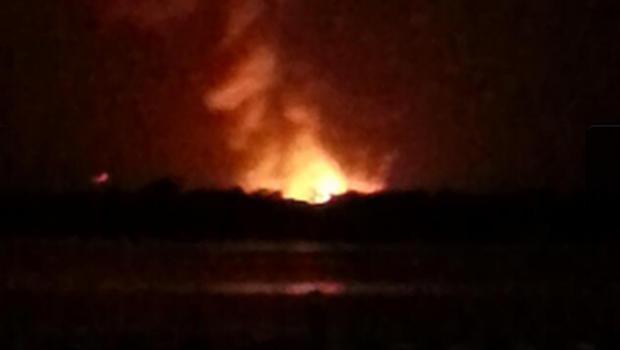 这张由Marc Strand发布的照片显示,据报道,佛罗里达州莱克县的一家天然气厂爆炸。