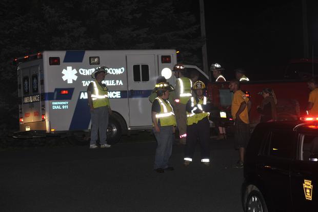 2013年8月5日星期一,在宾夕法尼亚州Saylorsburg举行的Ross Township大楼举行的射击活动中,紧急救援人员作出回应。