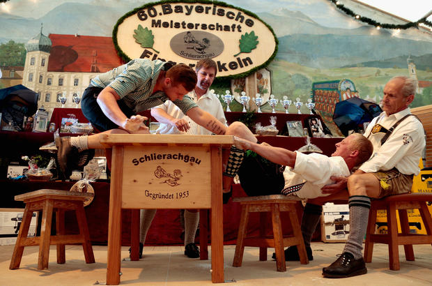 Move over thumb war - finger wrestling's in town